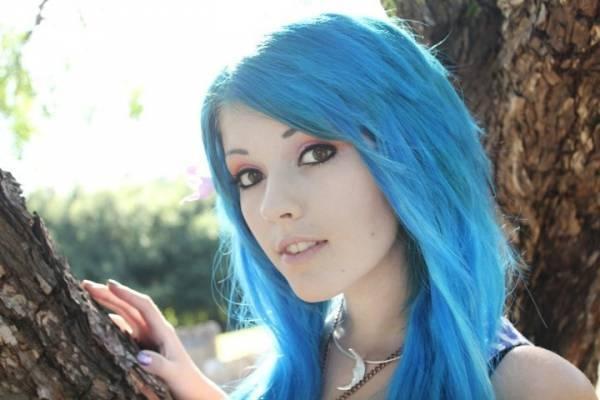 Во сне мне красят волосы в синий цвет